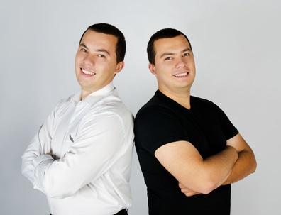 כמה הרוויחו 2 אחים תוך 3 שנים?